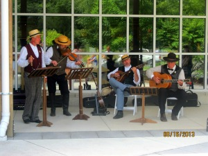 A little live entertainment at the Gettysburg visitor center