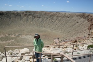 There is another observation deck behind Diane and to the right. That's just below the rim.