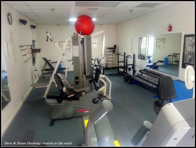 Sebuah gym jauh lebih kecil, tetapi bekerja dengan sangat baik.