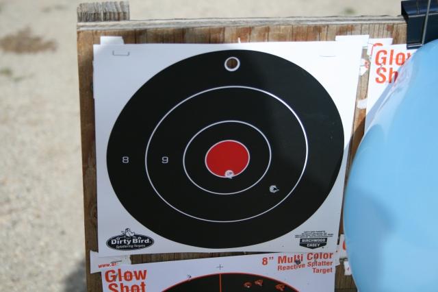 ini bertujuan tembakan pistol. Butuh waktu lebih dari dua tembakan, tapi Hmmmmm. Tapi pusat !!