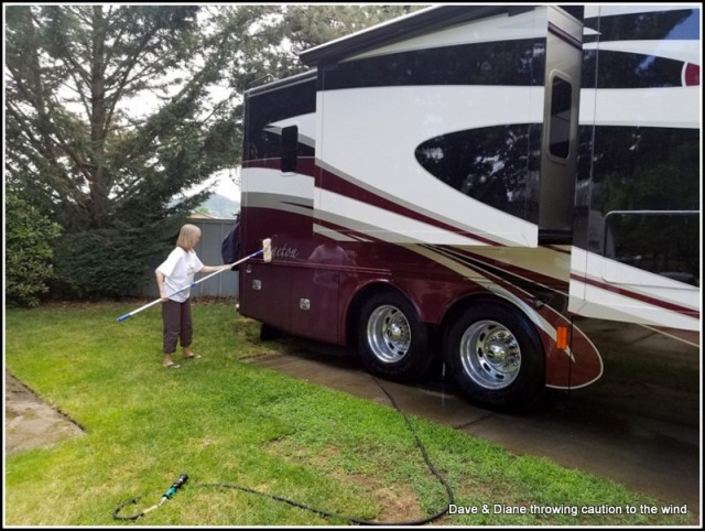 Diane decided to give me a hand washing the rig while getting ready to leave Grants Pass